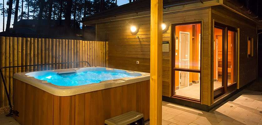 Hot Tub Holidays Breaks With Hot Tubs Uk Center Parcs